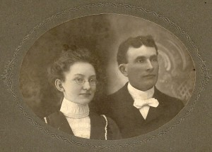 Edd Ashbel Winegar marries Myrtie Stephenson in 1900 at the Stephenson home.