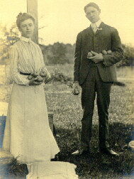 W.C. Daniells and Iva Bliss marry in 1907 at the Bliss house, the Pivot.
