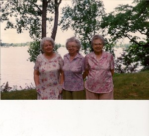 Betty with Eleanor and Mary at the Cottage.