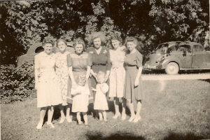 Betty, Iva, Mary, Dora, Jean, and Eleanor with Mary's twins Donna and Mary.