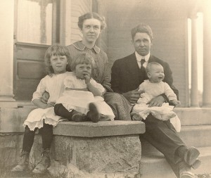 Dora, Mary, Iva, and W.C. Daniells holding Betty.