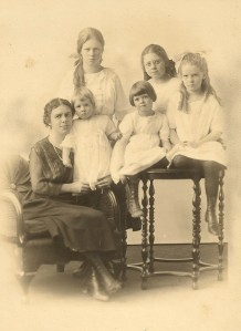 Left to right, Iva with Jean, Dora, Eleanor, Mary, and Betty, ca 1921