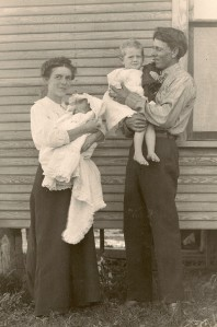 Baby Mary and Dora with parents Iva and W.C. Daniells, 1911